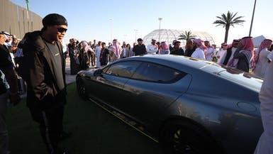 بالصور..أول مشتر بمزاد الرياض للسيارات نجم برازيلي شهير