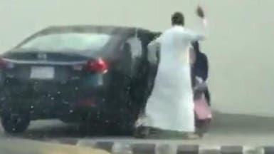 السعودية.. القبض على الأب الذي عنف ابنته