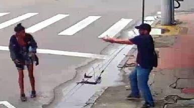 انظر إلى تاجر ضايقته متسولة فقتلها بالرصاص وسط الشارع