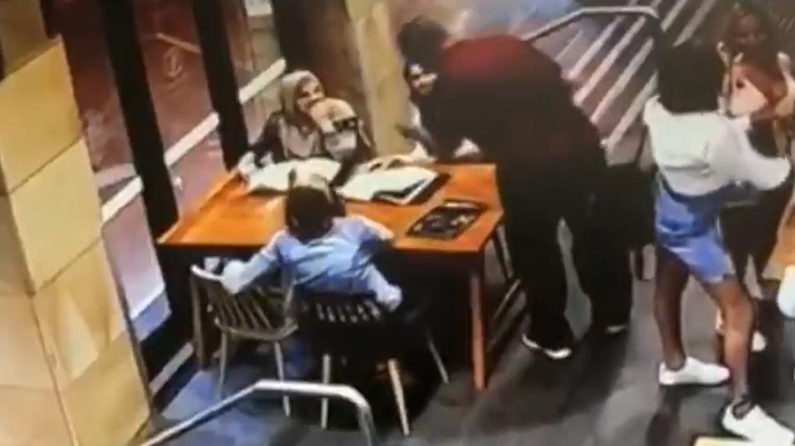 Australian man attacks pregnant muslim woman wearing a headscarf (Screengrab: Twitter)