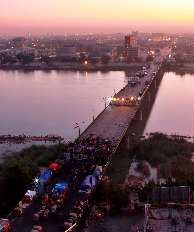 من احتجاجات العراق - جسر وسط بغداد