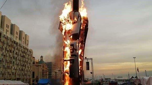 """احتراق """"مجسم الثورة"""" وسط بيروت.. ودعوات لمسيرات سلمية"""