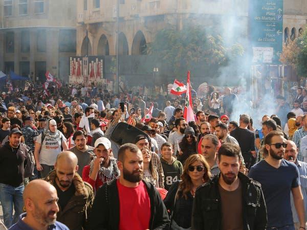 لبنان.. بعد كلمة عون المحتجون يردون بقطع الطرق