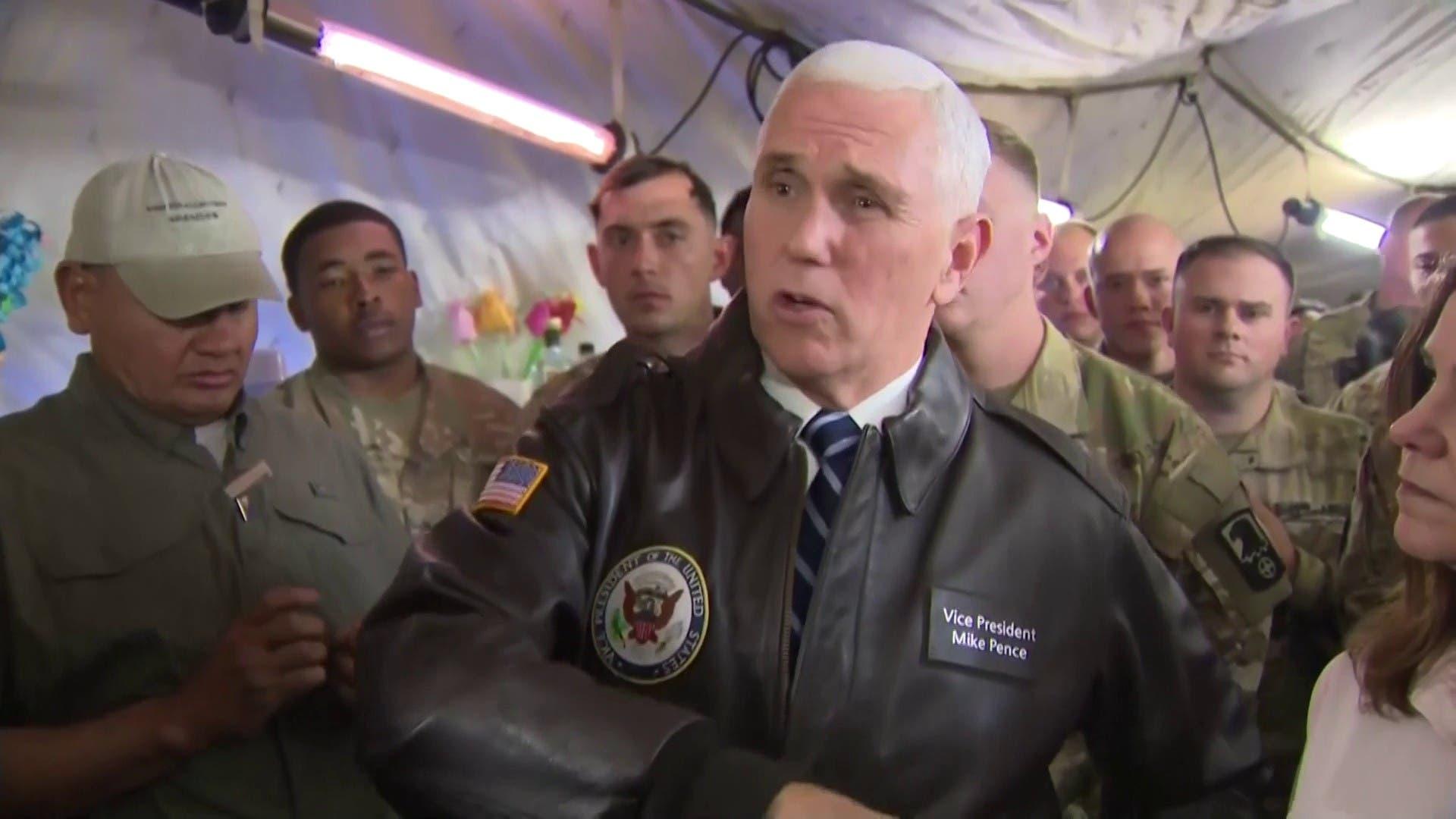 مايک بنس در بازدید از نیروهای آمریکا در عراق