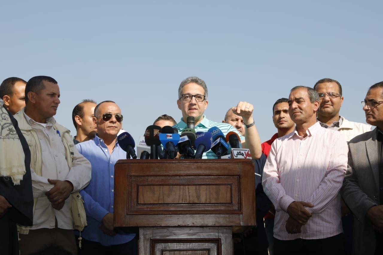 وزير الآثار المصري أثناء المؤتمر الصحافي