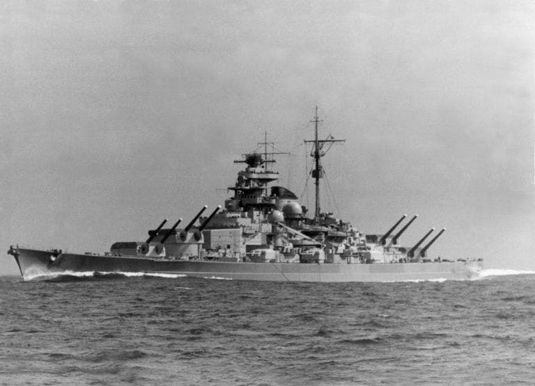 صورة للسفينة الحربية الألمانية تيربيتز بالحرب العالمية الثانية