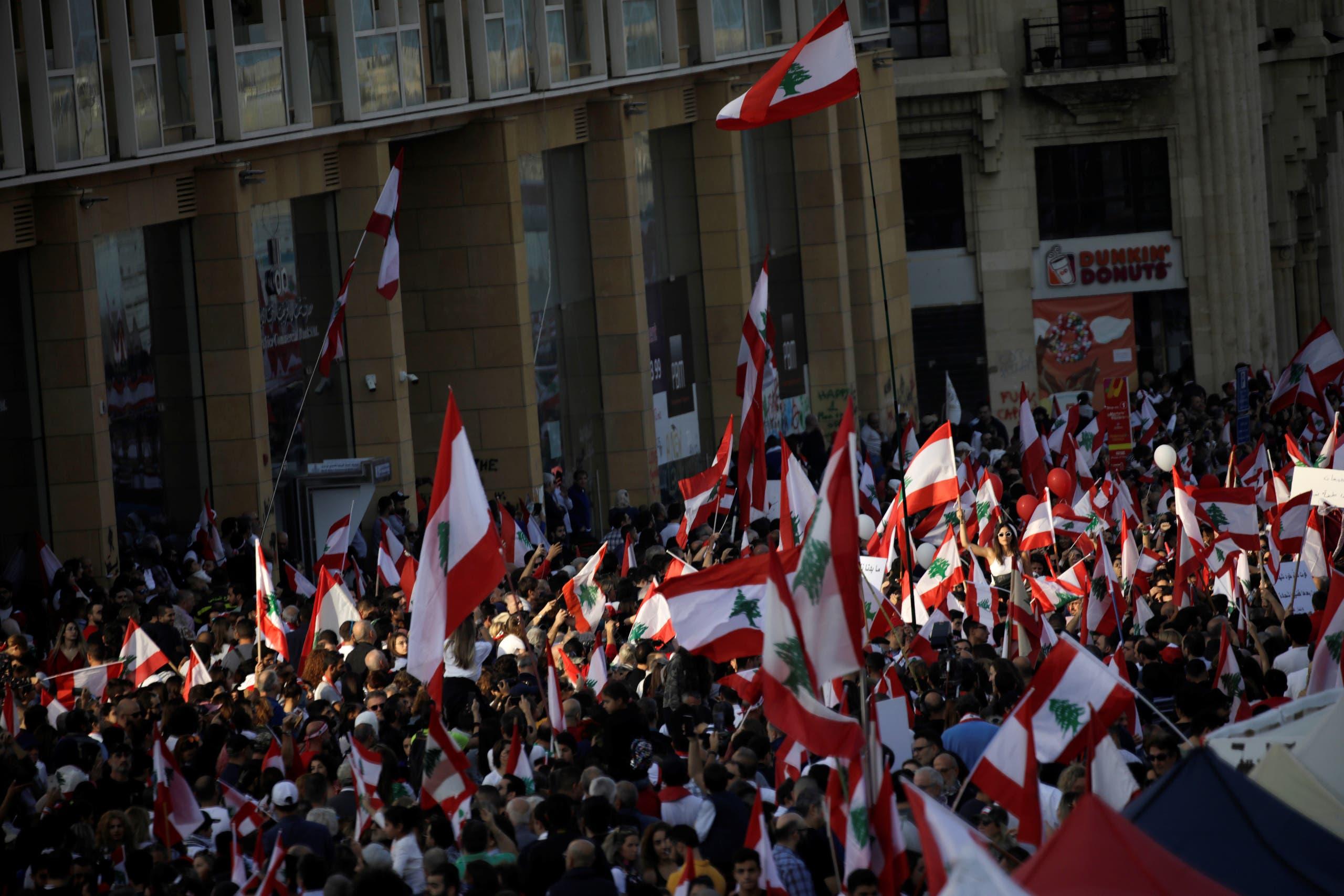 محتجون بساحة الشهداء في بيروت (أرشيفية)