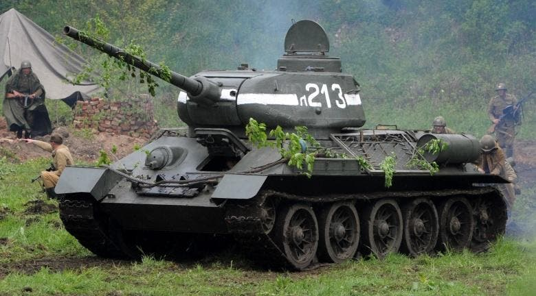 صورة معاصرة لدبابة سوفيتية نوع تي 34
