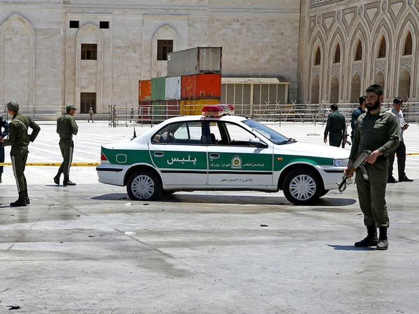 بتهمة إثارة الشغب.. إيران تعتقل 12 من قادة التظاهرات