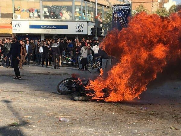 """احتجاجات إيران.. غياب للقيادة الشعبية وحرب من """"الحرس"""""""