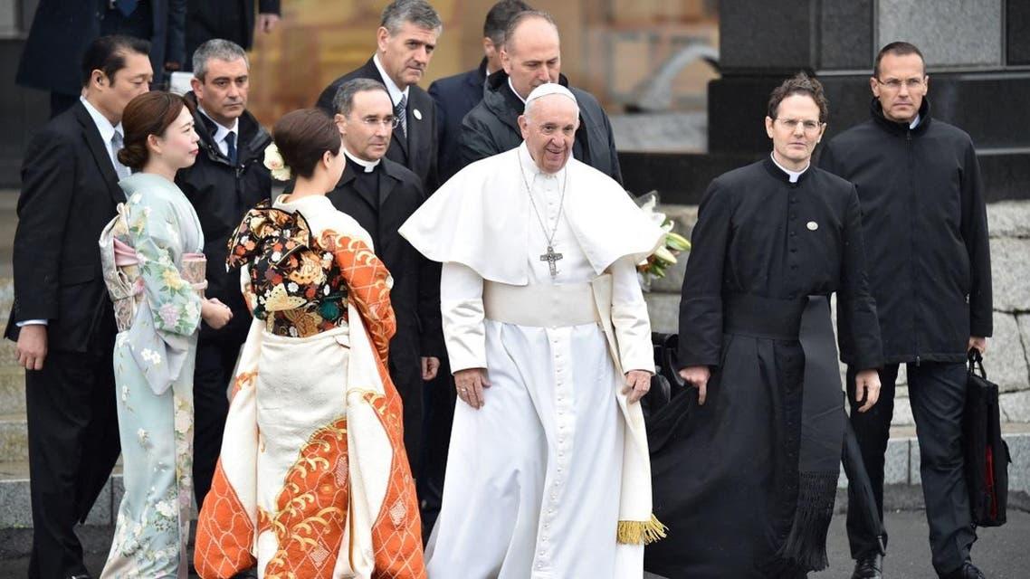 Pope Francis walks past women dressed in kimonos as leaves Tokyo's Haneda airport on November 26, 2019. (AFP)