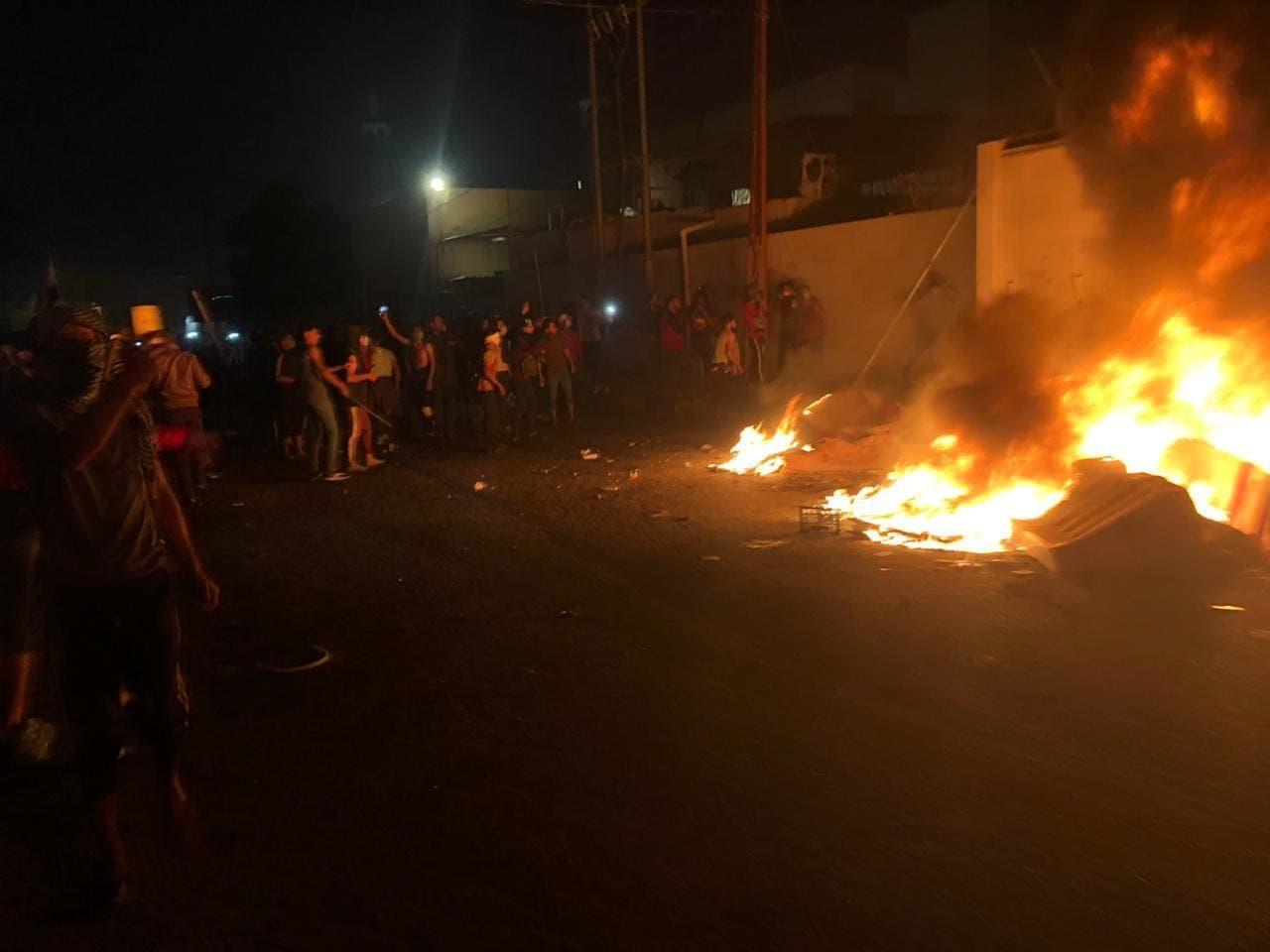 ألسنة النيران تشتعل في مبنى القنصلية الإيرانية