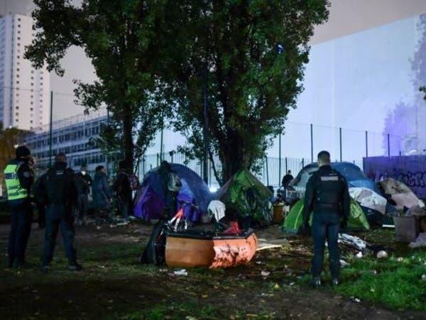 فرنسا.. نقل مهاجرين من مخيم شمال باريس لمراكز إيواء