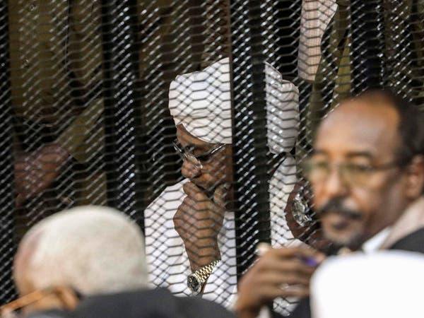 السودان.. 3 شاحنات حملت مستندات عهد البشير للجنة محاربة الفساد