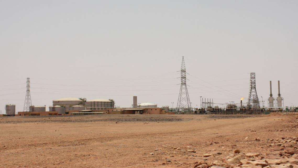 منظر عام لحقل الفيل النفطي الليبي في صورة من أرشيف رويترز.