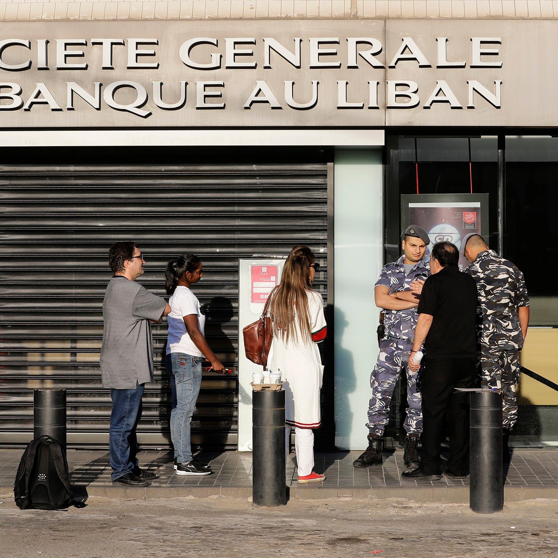 البلد على حافة الهاوية.. هل تبخرت أموال اللبنانيين؟