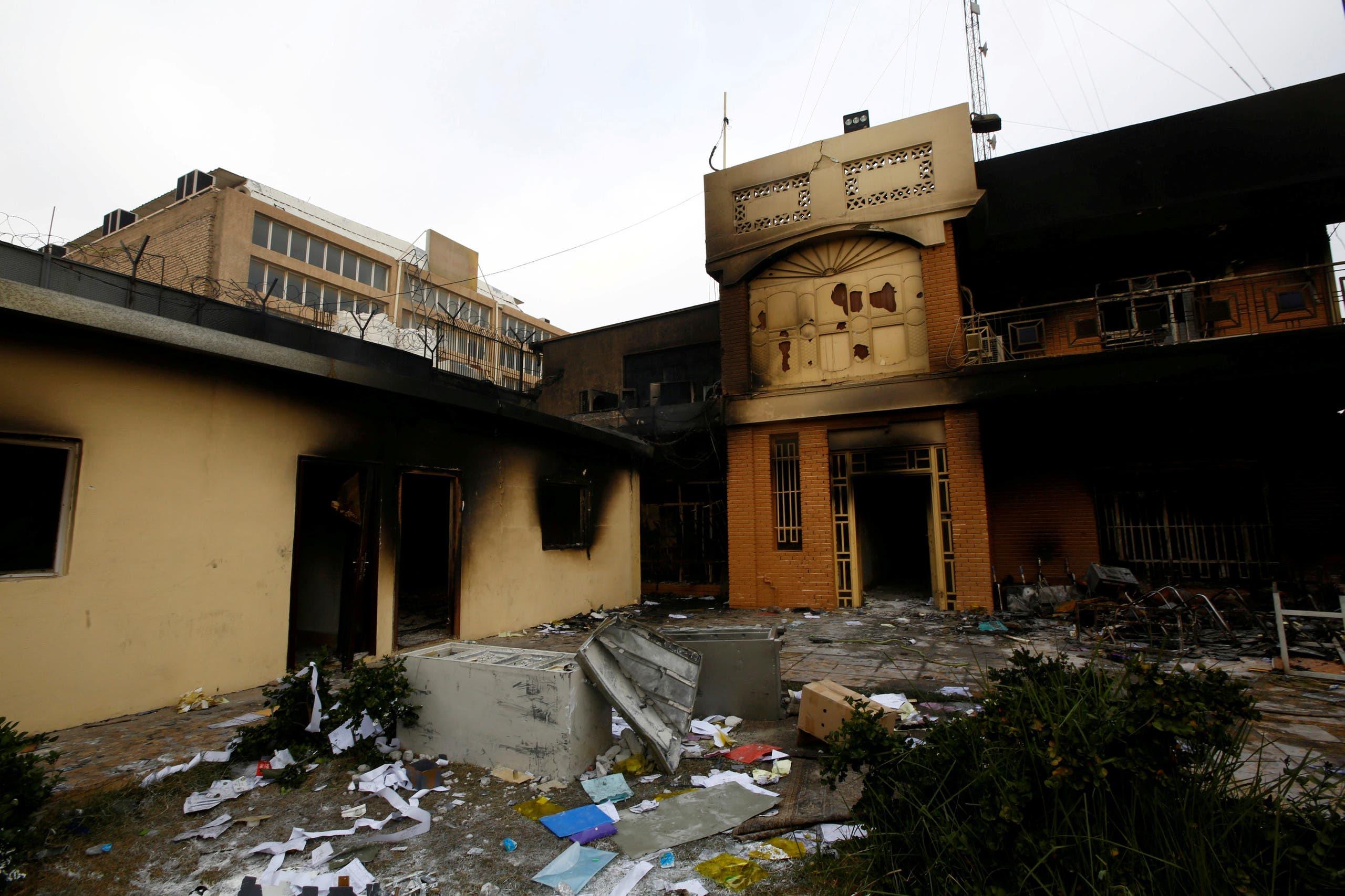 حرق القنصلية الإيرانية في النجف(فرانس برس)