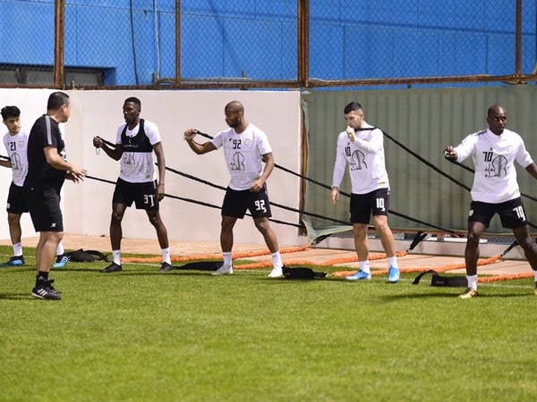 الإصابات تغيب 5 لاعبين عن تدريبات الشباب