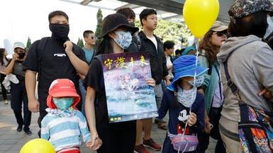 """مسيرات """"عائلية"""" في هونغ كونغ.. تنديداً بغاز الدموع"""