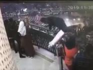 بالصور.. لحظة انتحار طالب هندسة من أعلى برج القاهرة