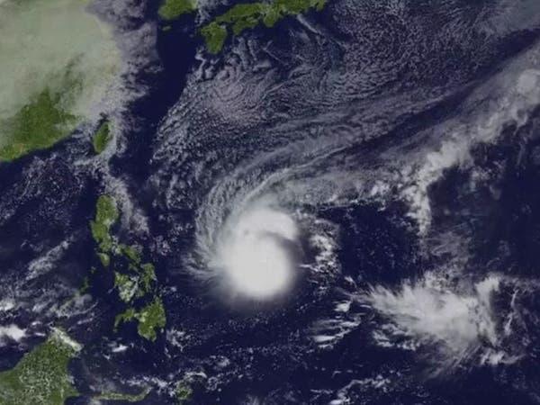 الفلبين تجلي آلاف الأشخاص تحسباً لإعصار قوي