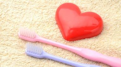 لن تصدق.. تنظيف الأسنان بانتظام يقي قلبك من هذا المرض!