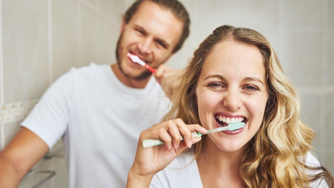 تنظيف الأسنان بانتظام