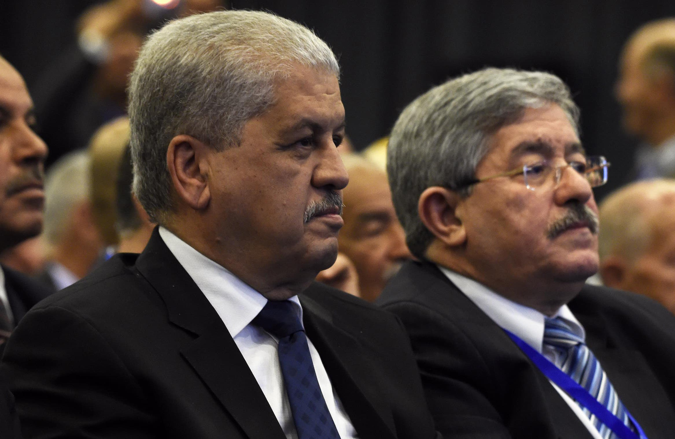 Algeria's Prime Minister Abdelmalek Sellal (L) and Rally for National Democracy (RND)'s interim secretary general, Ahmed Ouyahia, attend an extraordinary meeting of the RND on May 5, 2016, in the capital Algiers. (File photo)