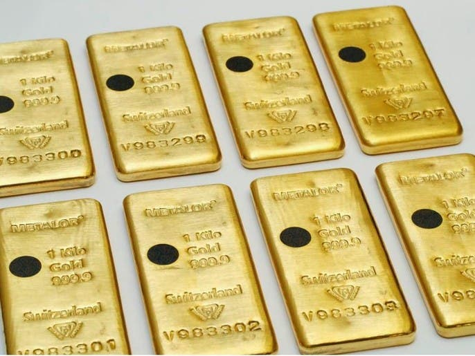 هل يواصل الذهب ارتفاعاته مع قرب تجاوزه مستويات قياسية؟