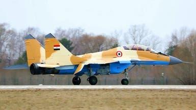 سقوط مقاتلة عسكرية مصرية.. وقائدها قفز بالمظلة