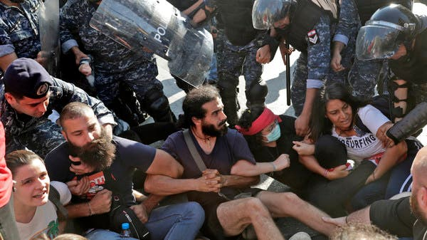 لبنان.. الحراك يتواصل ومحتجون يقطعون الرينغ بالاتجاهين