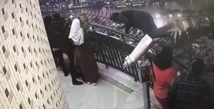 طالب القاهرة المنتحر