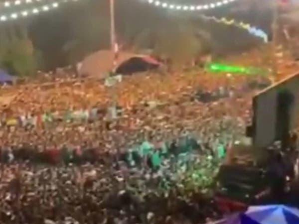 عشرات الآلاف في ساحة التحرير.. وإصابة متظاهر بإطلاق نار