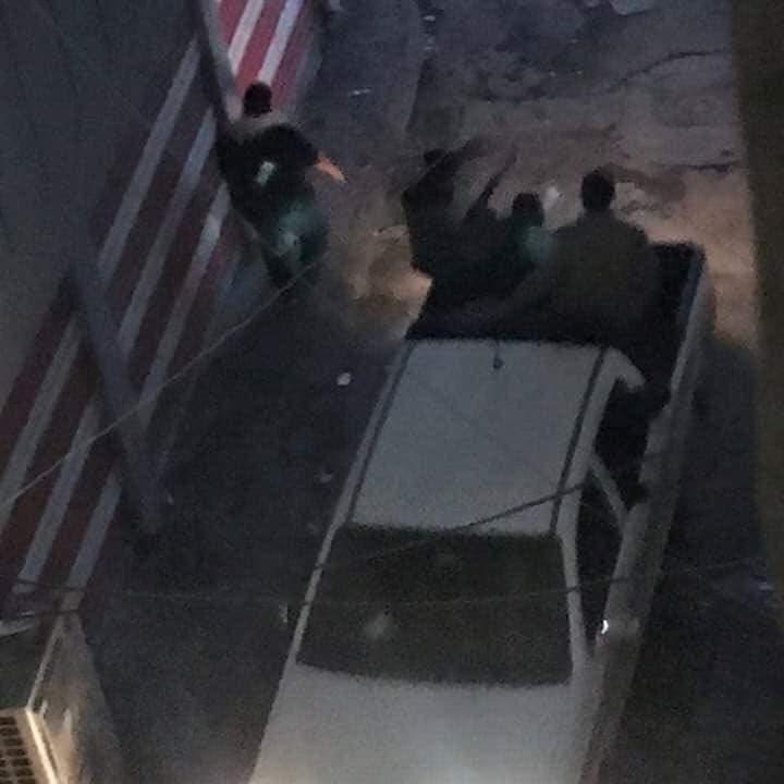 المسلحون بزي مدني الذين أطلقوا النار على المحتجين
