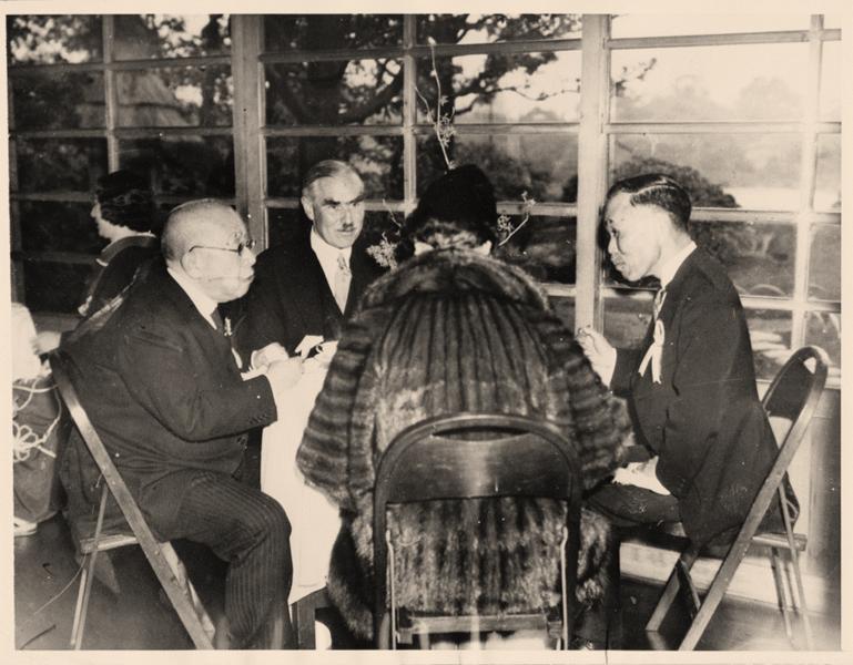 صورة للسفير الأميركي جوزيف غرو رفقة عدد من المسؤولين اليابانيين سنة 1937