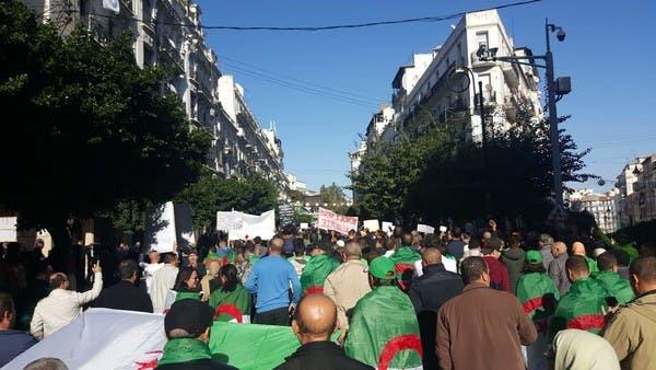 قبل أسبوع من رئاسيات الجزائر.. مسيرات منادية بتجسيد مطالب الحراك
