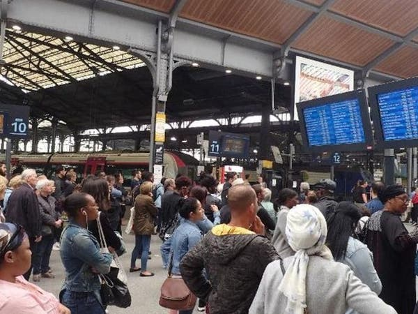 سائقو نقل يغلقون طرقاً في فرنسا وسط إضراب واسع