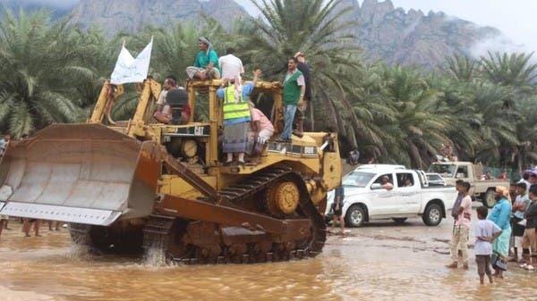 """""""إعمار اليمن"""" يمهّد الطرق المتضررة في محافظة سقطرى"""