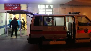 شاهد.. متظاهر يحاول حرق نفسه وسط العشرات في بيروت