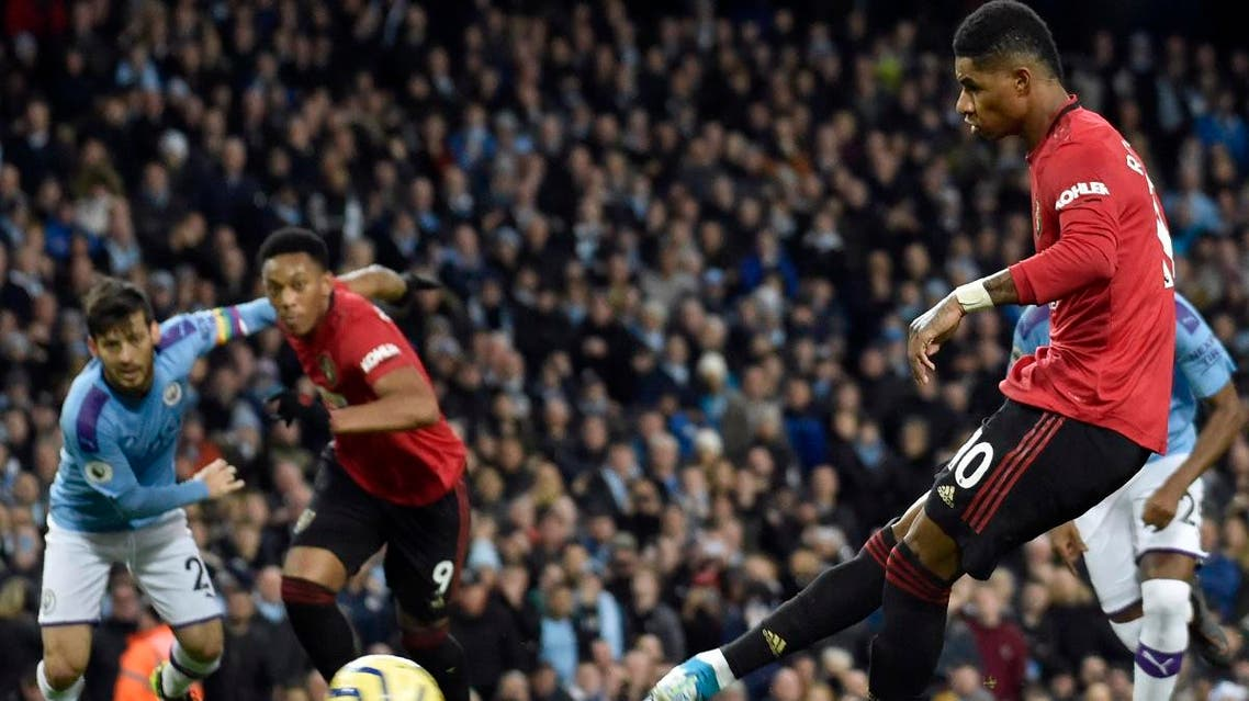 Manchester United's Marcus Rashford (right), scores his side's opening goal from the penalty spot during the English Premier League soccer match against Manchester City at Etihad stadium on Decembeer 7, 2019. (AP)