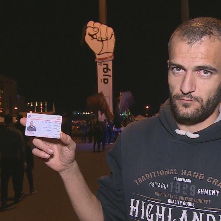 شاهد.. شاب من حزب الله يمزق بطاقته أمام الكاميرا