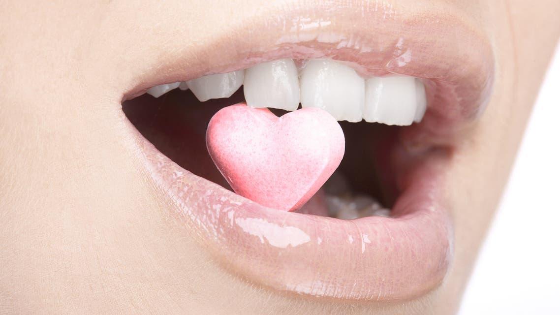 iStockقلب أسنان n