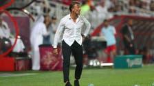 مدرب المنتخب السعودي يتنازل عن جزء من راتبه