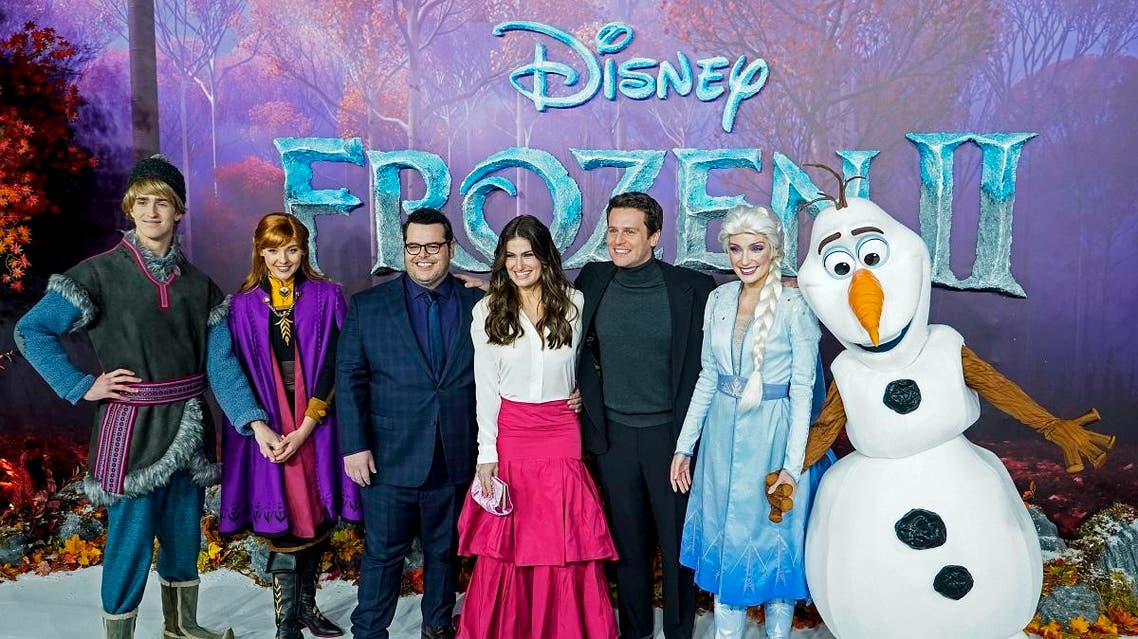"""Actors pose with people dressed as characters from the film on the red carpet as they arrive to attend the European premiere of the film """"Frozen 2"""" in London. (AFP)"""