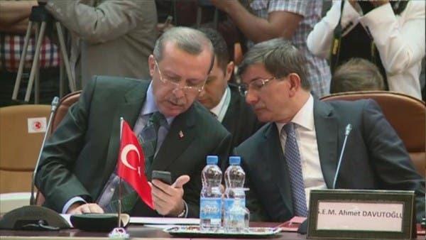 مهاجماً أردوغان.. داوود أوغلو: تركيا معزولة بأزمة المتوسط