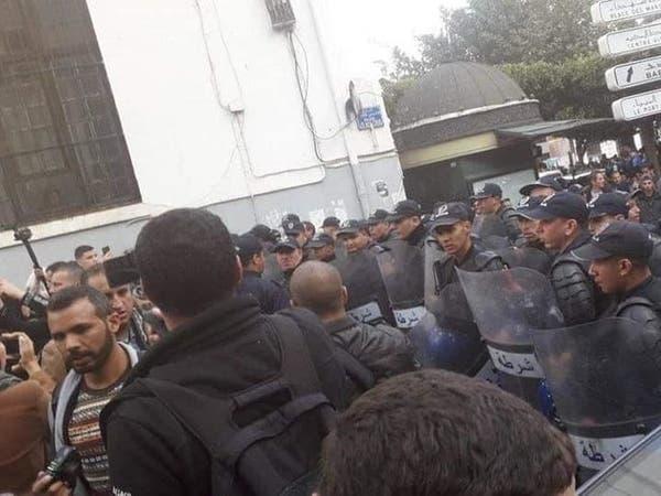 الجزائر.. صمت انتخابي وصوت الشارع يعلو رافضاً