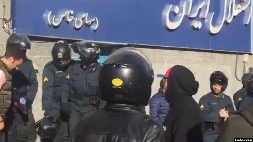 """الأمن ينتشر في محيط نادي """"استقلال"""" في طهران"""