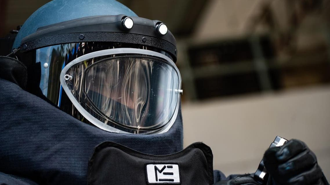 A police officer wears a bomb suit during a media tour of the Hong Kong Police Explosive Ordnance Disposal Bureau (EOD) depot in Hong Kong on December 6, 2019. (File photo: AFP)