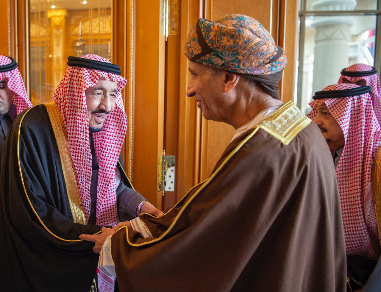 King Salman receiving Omani delegate to GCC 40 (SPA).JPG
