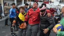 بغداد میں مظاہرین کو منتشر کرنے کے لیے سکیورٹی فورسز کی براہ راست فائرنگ